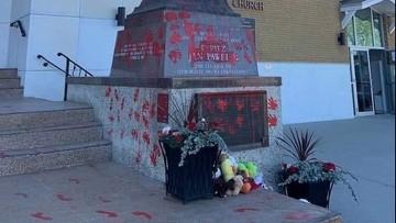 """Zdewastowano pomnik Jana Pawła II. """"Przestępstwo z nienawiści"""""""