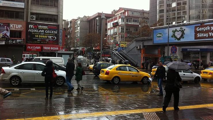 Deszcze zamieniły ulice wschodniej części Ankary w rwące potoki. Rannych zostało sześć osób