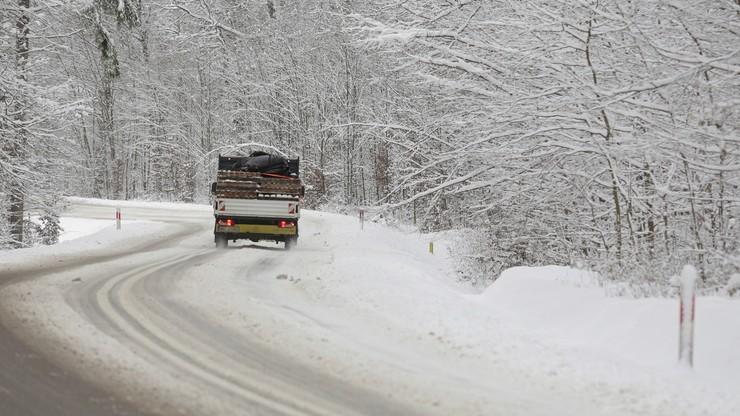 IMGW ostrzega. Sypnie śniegiem i przymrozi. Uwaga na drogach!