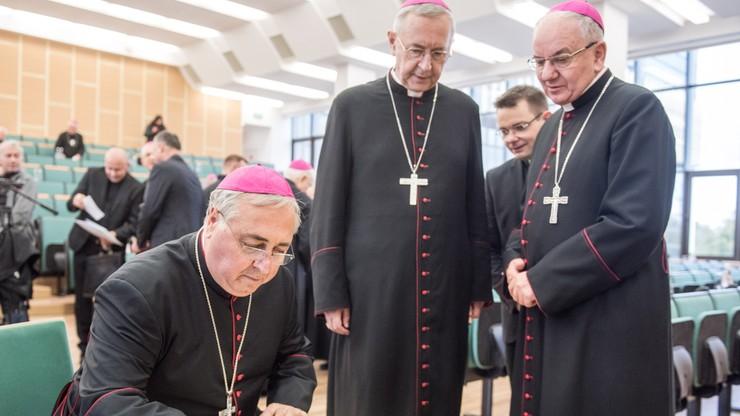 """""""Jest wyzwaniem dla państw i Kościołów"""". Biskupi dyskutowali o problemie migracji i uchodźców"""