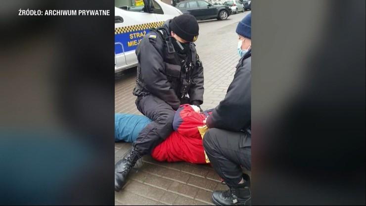 Wobec mężczyzny bez maseczki użyli kajdanek i gazu. Zarzuty dla strażników miejskich
