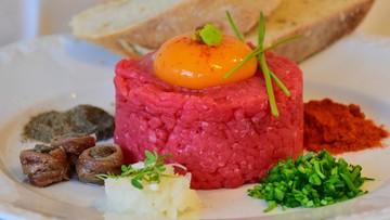 Wieprzowina w tatarze wołowym, indyk w wyrobie wieprzowym. Skontrolowano mięso i jego wyroby