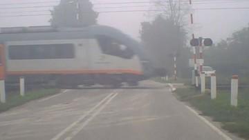 Szlaban na przejeździe był otwarty, po chwili przemknął tamtędy pociąg. O krok od tragedii