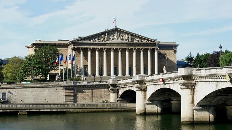 Francja przyjęła kontrowersyjną ustawę antyterrorystyczną. Stan wyjątkowy zostanie zniesiony 1 listopada