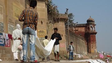 Niedoszły gwałciciel zwolniony za kaucją. Za karę będzie prał i prasował dla 2 tys. kobiet