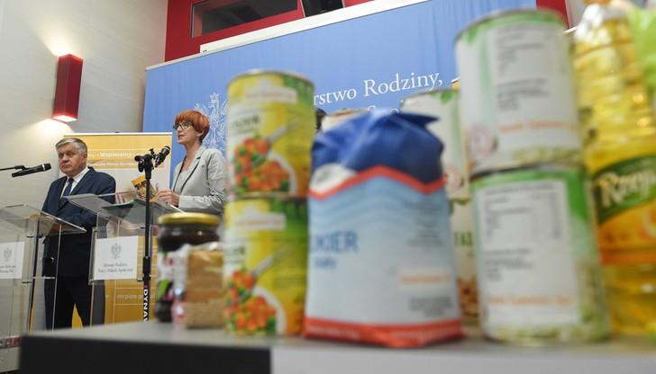 Rafalska: do najuboższych trafią paczki z żywnością o wartości 269 zł