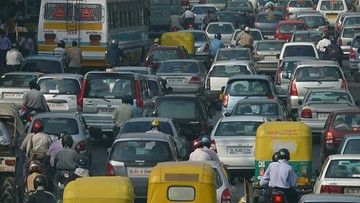 """Im kierowcy więcej trąbią, tym dłużej czekają na """"zielone"""". Indie walczą ze zgiełkiem na ulicach"""