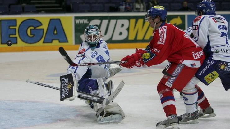 NHL: Bramkarz Antti Niemi zaliczył rekordowe 52 obrony