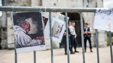 Zabójstwo księdza w Normandii - wszczęto śledztwo przeciwko dwóm zatrzymanym
