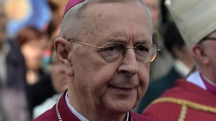 """""""Przestrzegajcie zasad bezpieczeństwa i dystansu"""". Abp Gądecki apeluje do księży i wiernych"""