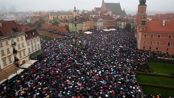 """Policja: ok. 98 tys. osób uczestniczyło w 143 """"czarnych protestach"""""""