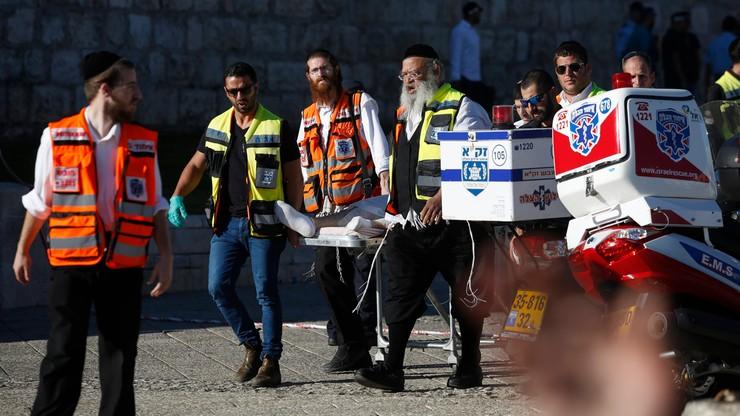 Atak w Izraelu. Dwóch policjantów ranionych nożem