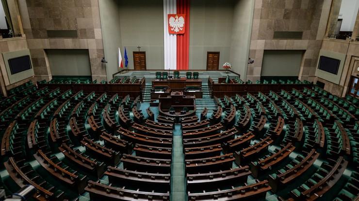 Pierwsze czytanie nowelizacji ustawy o TK.  Opozycja: wkrótce nie będzie żadnego organu uprawnionego do kontroli większości parlamentarnej