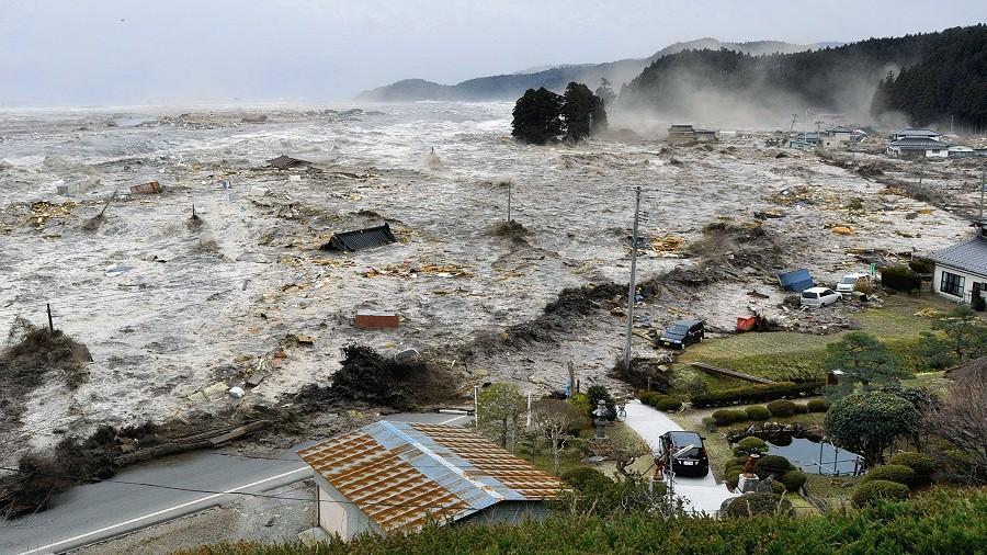 Moment uderzenia tsunami w wybrzeża Japonii. Fot. Tamon Suzuki.