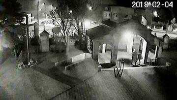 Policja szuka sprawców ataku na kościół w Brzeszczach. Pod osłoną nocy namalowali napisy na drzwiach