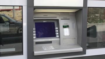 Wyrwał bankomat za pomocą sprzętu budowlanego. Brawurowa kradzież