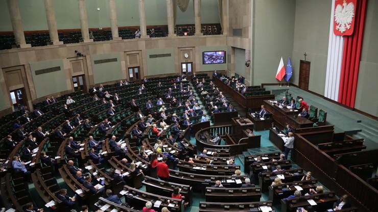 Praca poza parlamentem. Posłowie mogą dorabiać nie informując Kancelarii Sejmu
