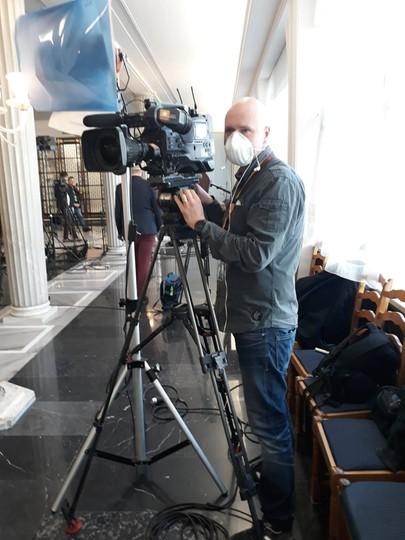 Norbert Folak, operator Polsatu, w czasie zdjęć w Sejmie