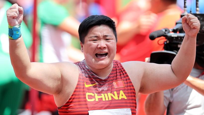Tokio 2020: Złota kula Chinki Gong, czwarty medal Nowozelandki Adams