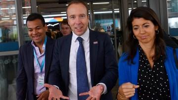 Romans brytyjskiego ministra zdrowia. Zrezygnował ze stanowiska