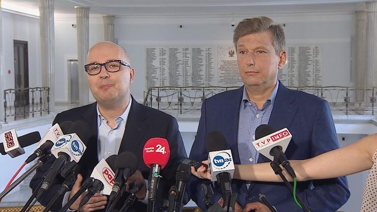 Posłowie PO-KO domagają się listy pasażerów i wyjaśnienia celu lotów marszałka Kuchcińskiego