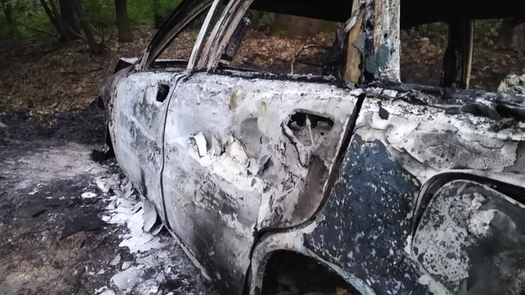 Małopolskie. Potrącił 16-latka i uciekł. Później spalił samochód