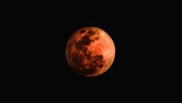 Najdłuższe w tym stuleciu całkowite zaćmienie Księżyca. Następne takie w 2123 r.