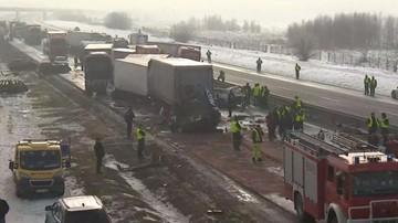 Dwa karambole na A1. Zderzyło się ponad 70 samochodów; wielu rannych