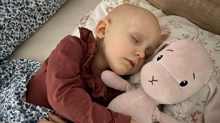 Agresywna chemioterapia i operacje. Zosia ma dopiero dwa lata
