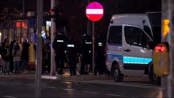 """Blokada miasta i """"narodowe wiązanie sznurówek"""". Strajk Kobiet w Warszawie"""