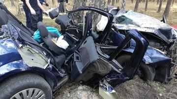 Zmarła 26-letnia kobieta ranna w wypadku. Wcześniej spędziła noc zakleszczona w samochodzie