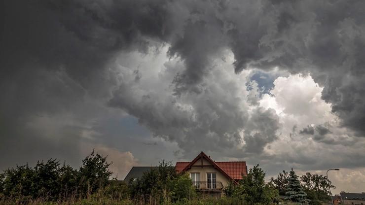 Burze z gradem w niemal całym kraju. IMGW ostrzega, rząd zapowiada wsparcie