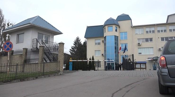 Przy ogrodzeniu konsulatu RP w Łucku odpalono petardę. Ukraińskie służby prowadzą śledztwo