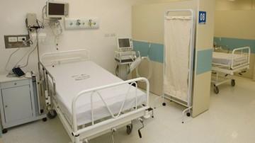 Urodziła martwe dziecko leżąc na podłodze w szpitalu - minister rodziny interweniuje
