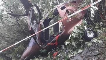 Zła pogoda przyczyną wypadku wiatrakowca. Podczas lądowania maszyna zahaczyła o drzewo