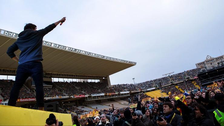 """""""Muzyczny protest"""" w Katalonii. Kilkadziesiąt tysięcy osób żądało uwolnienia aresztowanych, proniepodległościowych polityków"""