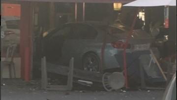 Francja: samochód wjechał w pizzerię. Zginęło dziecko, kilka osób rannych