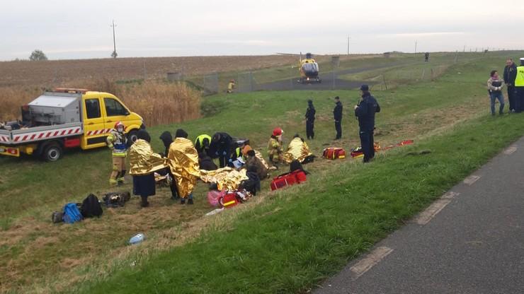 Wypadek busa z migrantami. Są ranni, policja odnalazła kierowcę
