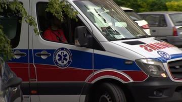 Jadąca na sygnale karetka zderzyła się z samochodem w Warszawie. Kierowca ambulansu jest ranny