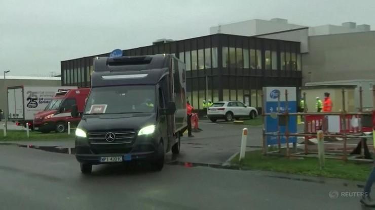 Szczepionki przeciw Covid-19 w drodze do Polski. Wiozą je dwa auta dostawcze
