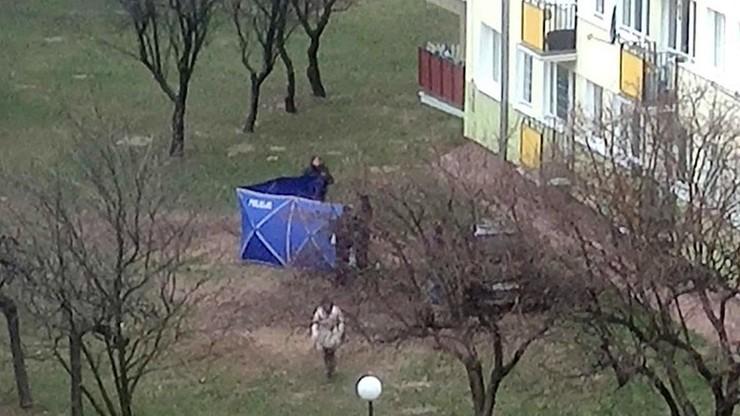 Wypchnęli znajomego z okna na 10. piętrze. Twierdzili, że popełnił samobójstwo