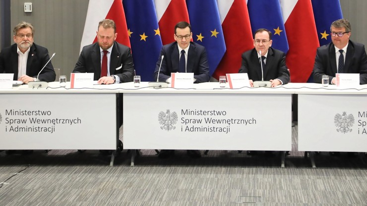 """""""Koronawirusa w Polsce nie ma, ale na pewno będzie"""". Wracający do kraju dostają specjalne SMS-y"""
