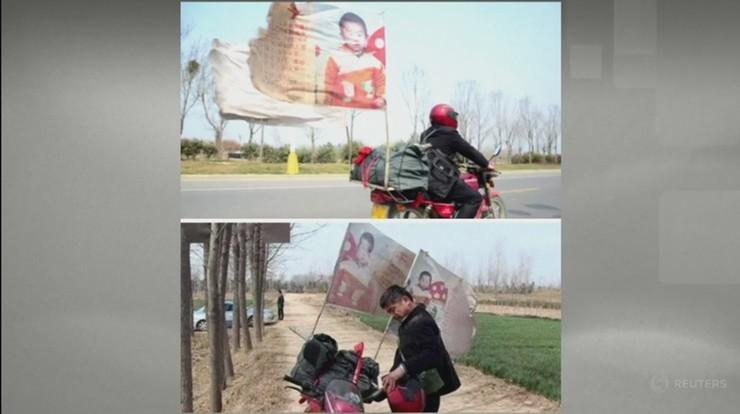 Mężczyzna poszukiwał swojego syna na motocyklu. Aby zwiększyć szanse na odnalezienie, przyczepił do niego banery z jego zdjęciami