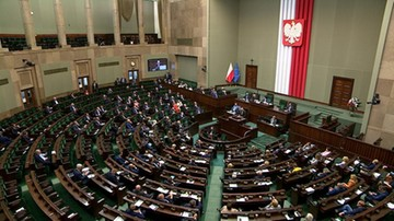 Wzrost poparcia dla KO, PSL poza Sejmem. Najnowszy sondaż