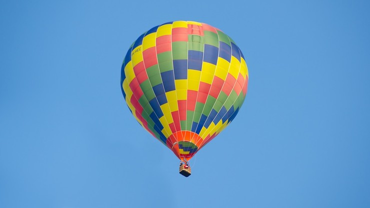 Twarde lądowanie balonu z turystami. 11 osób rannych