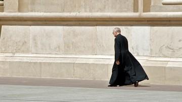 """""""Spacery uzdrowienia"""" - księża wychodzą szukać wiernych"""