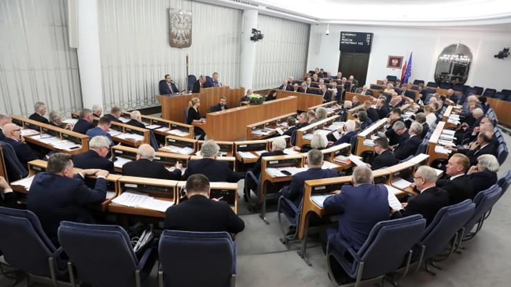 Senat za utrzymaniem stawek VAT na kolejny rok. Akcyza od płynu do e-papierosów odroczona