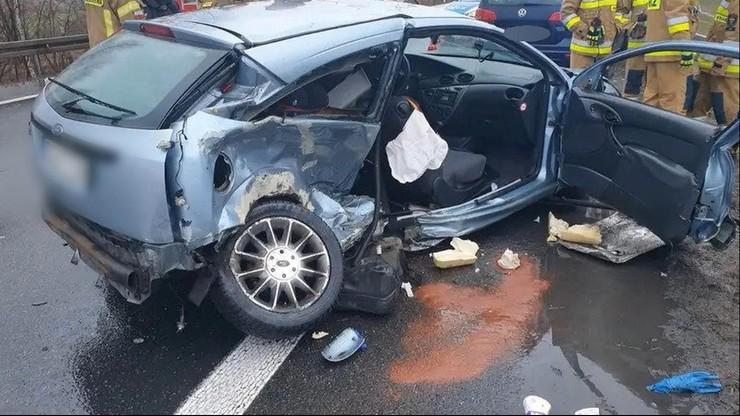 """Kobieta i dziecko wypadli z samochodu. Sprawca zderzenia jechał """"na trzeciego""""?"""