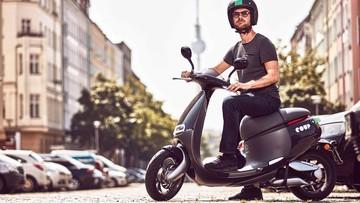Elektryczny skuter z aplikacji. W Berlinie ruszyła platforma wypożyczania jednośladów