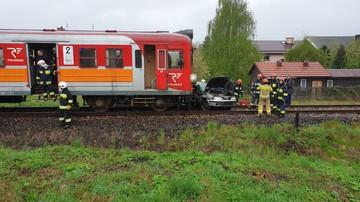 Wypadek na niestrzeżonym przejeździe kolejowym. Kobieta wjechała pod pociąg